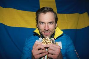 Johan Olsson med sina tre medaljer efter VM i Falun 2015.