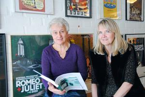Lena Rieback och Ylva Tidén är stolta över Skolverkets beslut att säga ja till estetiska programmets inriktning musikdramatik.