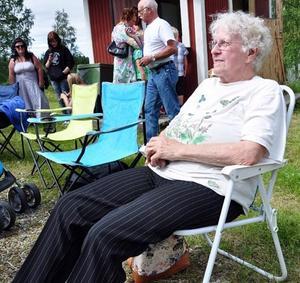 Rut Westman var på plats med sin solstol en och en halv timme före kalasets startskott.