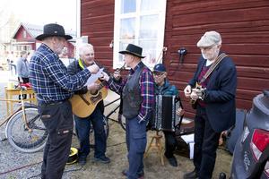 Buskspel utanför Trosavik. Gösta Frisk, Ragnar Svegare, Alf Östberg, Arthur Larsson och Östen Fladvad.