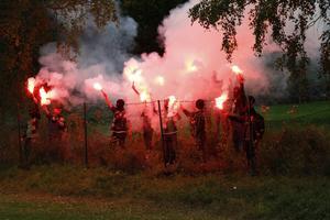Som det anstår ett riktigt derby numera så var det bengalbränning även på IP i Hammarby. Torsåkers fans höll sig dock utanför arenan när de eldade.