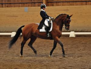 Emma Mattisdotter har nått en imponerande nivå på sin unga häst, blott 7-åriga Chanel. Det blev en andraplats i högsta klassen Prix St Georg.