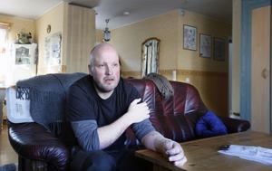 Olyckan på jobbet förändrade Lars Anderssons liv. Eftersom han är vänsterhänt kan han i dag knappt göra någonting som han kunde förut.