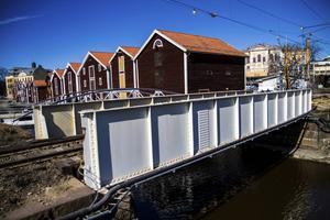 Kanalbron byts ut först i september, men ett större förberedande arbete leder till tågstopp i veckan.