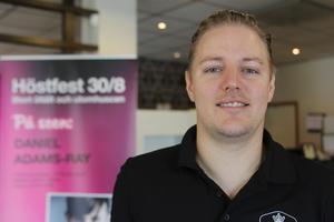 Henrik Pettersson, hotell manager på Brukshotellet, berättar att de i år satsar på ett stort tält där Daniel Adams-Ray uppträder med band och två dj:s med olika typer av musik.