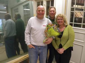 Johny Woxberg Allmogesnickerier –Årets Företagare 2016 i Leksand. Här tillsammns med Per Strid näringslivschef i Leksands kommun och Christina Sjöberg, ordförande Företagarna Leksand.