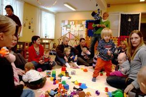 FULLT ÖS. Svenska kyrkans öppna förskola i Hofors har blivit populärare än någonsin.