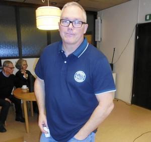 Hans Öjes berättade om skinnindustrins födelse i Malung vid SPF Skinnarbygds senaste möte.