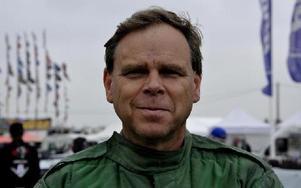 Mats Eriksson, dragracingförare och bilbyggare i Borlänge. Foto: Lena Preés