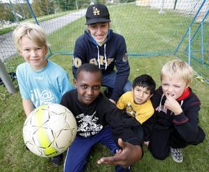 En ung Emil Forsberg är med och inviger GIF Sundsvalls Back 2 Basicssatsning i Ljustadalen 2009.