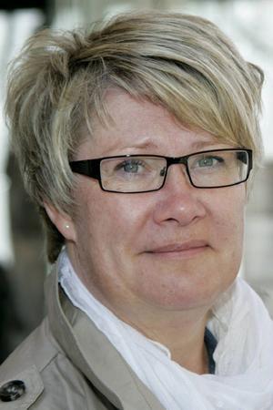 Marianne Larm-Svensson anser att Robert Uittos uppdrag som landstingspolitiker och föreläsare om homeopatiska preparat inte går ihop.