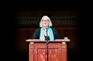 Författaren och kulturjournalisten Ulrika Knutson sjöng, reciterade och filosoferade. Foto: Ivar Andersen