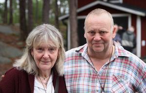 Rose-Marie Herrmann och Tomas Skogstjärn är det äkta paret som startade föreningen i november förra året och har stora planer för stugan på Kolsvedjaberget.