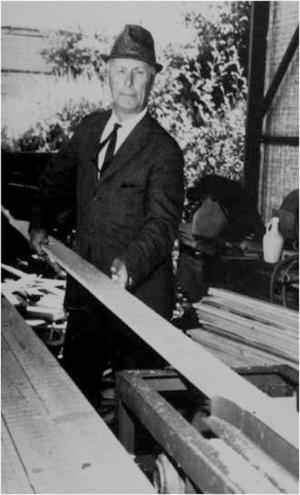 Axel Berggkvist startade sågverksföretaget som idag har ungefär 150 an ställda och världen som marknad.