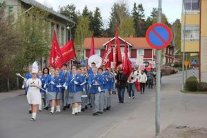 Demonstrationståget anfördes av Bollnäs blåsorkester som spelade internationalen.