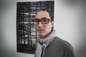Brittiske Joseph Davey bor i Östersund. Nu visar han sin konst på Bolins.