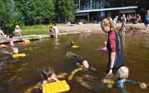 Det är inte varje dag man får simma med kläderna på. Foto: Frida Danielsson