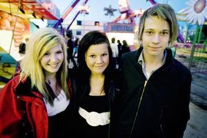 Linn Öqvist 15, Elin Wallin 15 och Marcus Jonsson 16 träffade kompisar och åkte karusell långt in på natten.