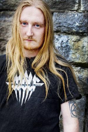 Andreas Persson, sång och gitarr.