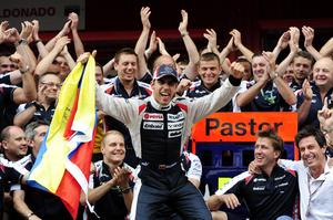 Pastor Maldonado jublar efter sin enda F1-seger i karriären, i Spaniens GP i Barcelona.