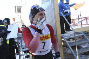 Det blir ingen skidpremiär för Julia Svan.