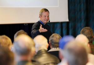 Karl Hedin förespråkar en begränsad vargpopulation och har under fem år åkt runt i Sverige för att basunera ut sitt budskap i den heta frågan.