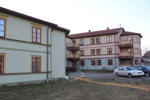 Husen vid Storgatan i Bergsjö köptes 1999. Säljare var Roland Arvidsson, Hudiksvall.