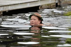 Guldmagister. Alexandra Tsupukkokoa har tagit guldmagistern, det högsta som går att ta inom simmärkena.