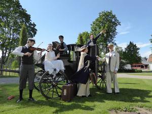 Ensemblen som spelar En sommarvals i Högbo Bruk