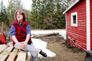 """Gunilla Lindgren, som sjukpensionär, har uppdraget som god man. """"Jag anser inte att ersättningen för mitt uppdrag som god man är lön, även om det är skattepliktigt"""", säger hon. Foto: Sandra Högman"""
