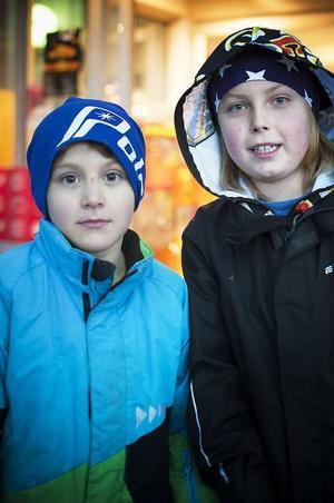 – Vi ska ge någon present till våra pappor och vi vet redan vad vi ska ge. Tror även att vi ska baka en tårta, säger kompisarna Elliott Stenvall Gustavsson och Nils Koijan från Funäsdalen.