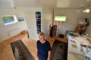Nystartat galleri. Konstnären Gun-Britt Stjernstedt öppnar ateljé och konstgalleri i Timansberg. Invigningsvernissagen blir till Larsmässhelgen 10-11 augusti.