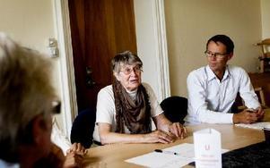 Lilian Jakobsson deltar i en av debatterna som berör frågor kring hur man i Grangärdebygden bäst ska lösa eventuella problem kring äldreboenden. Foto: Carl Lindblad