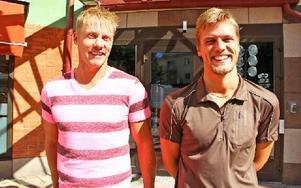 Tobias Holm och Lars Fryxell är de som ska hjälpa gymnasieelever vid Helixgymnasiet i Borlänge att träna hockey på skoltid. Foto: Emma Andersson