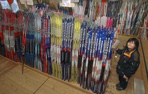 Knåda Sport har säker 1 000 par längdskidor i sitt lager. Priserna varierar från 300 kronor och uppåt.
