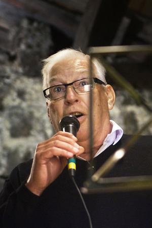 Dan Bergström sjöng några låtar.