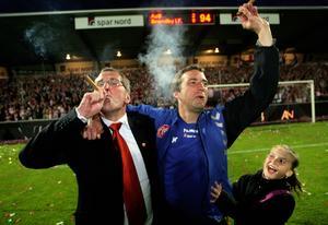 Erik Hamrén och assisterande tränaren Allan Kuhn (nu i Malmö FF) firar danska ligatiteln med Ålborg 2008.
