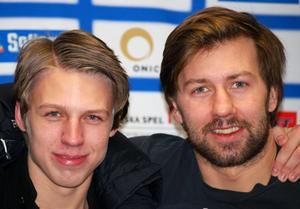 BÄSTA PRESENTEN. David Edvinsson (till vänster) fick en tidig födelsedagspresent i Kinnarps Arena för några veckor sedan, då han fick en pratstund med Hv-spelaren Per Ledin.