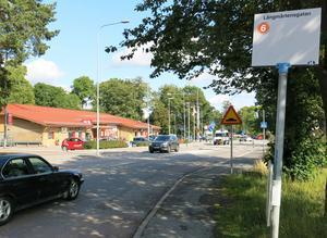 Busshållplatsen ska flyttas närmare Ica-Ettan.