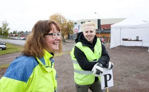Lena Folkerud och Adam Forslund jobbade som funktionärer under den första bytardagen som Borlänge Energi arrangerade.