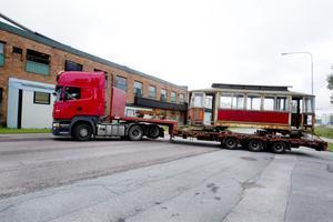 När den här 1:ans spårvagn är färdigrestaurerad ska den förhoppningsvis kunna ta sig fram för egen maskin längs med Södra skeppsbron.