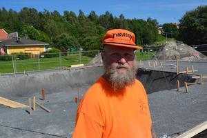 Tom Stellnar har själv skejtat i över 30 år. Nu ansvarar han för bygget av Lungviksparkens skejtpark.