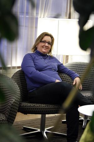 Självmordsförsök.  39-åriga Jouanita Törnström gjorde två allvarliga självmordsförsök och fick diagnosen borderline 2000. Numera är hon helt återställd, och  i går berättade hon om sina erfarenheter av psykisk ohälsa vid Försäkringskassans seminarium i Sundsvall.