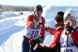 Gunnar Sundberg, Vemdalen, var rejält påpälsad för att klara den långa färden.– Man skulle ha bragdmedalj, sa han efter att ha fått stärkande sportdryck på vägen.