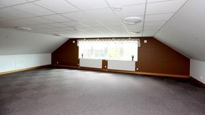 På övervåningen finns utrymmen som lämpar sig för konferenser.