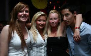 Silk. Maria, Michaela, Jenny och Arman