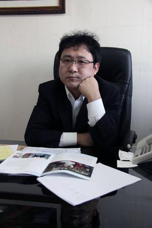 Jang Jin-sung var författare i Nordkoreas propagandamaskineri innan han tvingades fly landet – efter att ha lånat ut en bok.   Foto: Norstedts