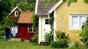 Hjälp grannen. Att lämna sitt hus tomt på semestern innebär en ökad risk för inbrott. Ett tips är att hänga tvätt på grannens torkvinda och lura tjuven att någon är hemma.