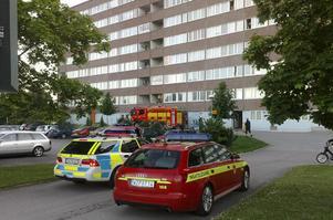 Ett flertal utryckningsfordon åkte på måndagskvällen till Liegatan på Hammarby i Västerås. Det visade sig dock inte vara någonting allvarligt.