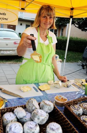 Ann Klensmeden från Jämtland sålde ostar av olika slag.